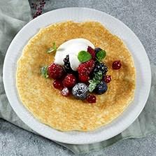 Gluten og laktosefri pannekake med krem og bær