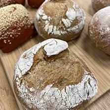 Steinovnsbakt brød fra bakeriet i Lier