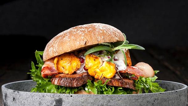 Viltburger med elgbiff, kantareller og Sandwino halvgrovt rundstykke