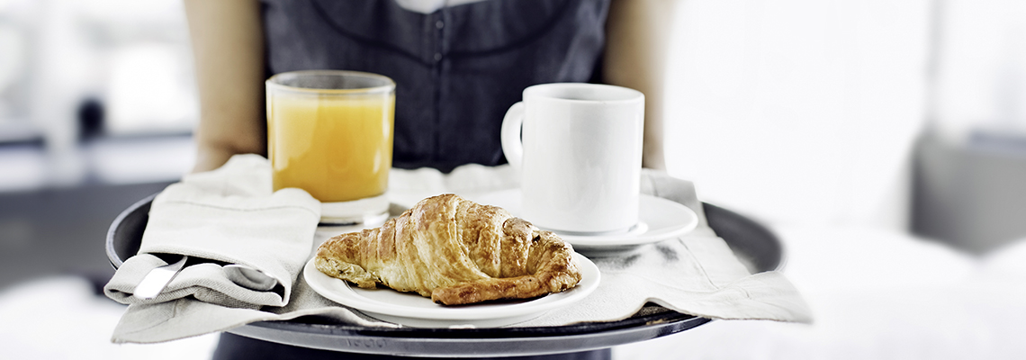 Hotell-frokost-croissant
