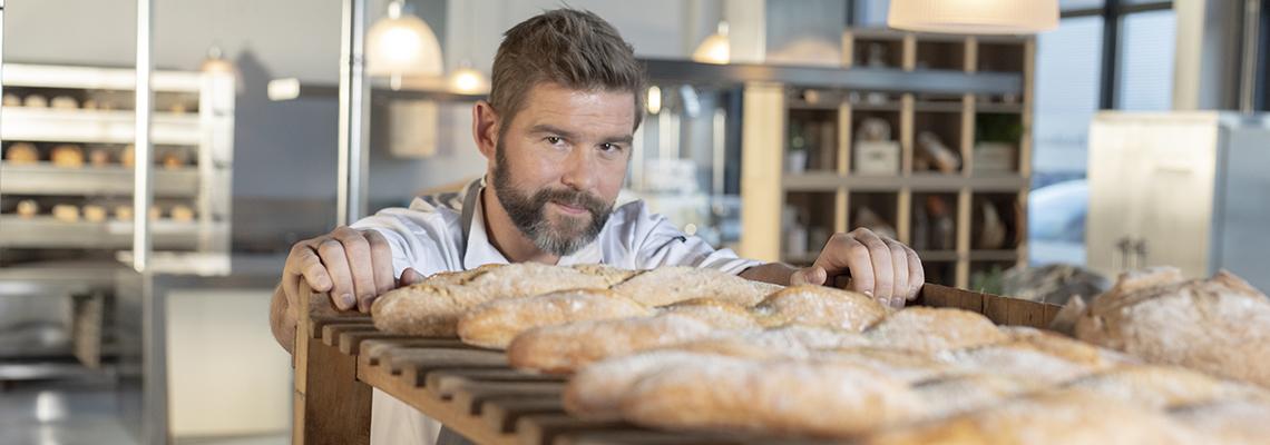 Baker Gunnar Ragnarsson gir tips om hvordan man får perfekte bakervarer med bake-off
